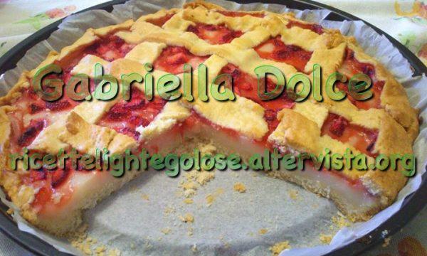 Crostata con mousse al limone e fragole
