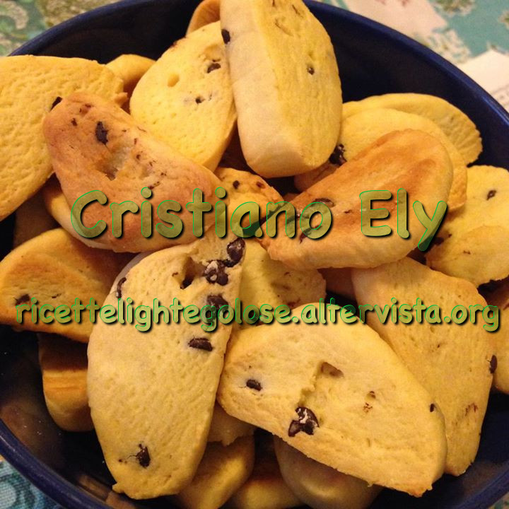 Biscottini di riso light con gocce di cioccolato per intolleranze